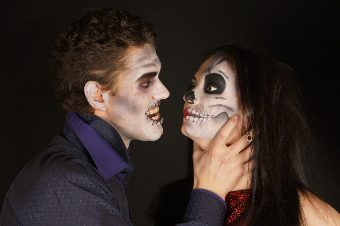 your guide to throwing the best halloween party - wanna smile